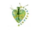 Porta fedi su un cuore di legno con carta geografica