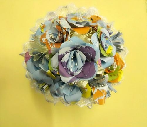 Bouquet con carte geografiche